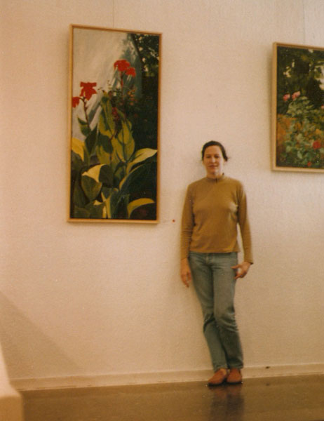 Young woman in front of Painting
