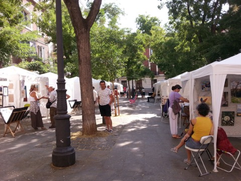 Plaza del Conde de Barajas Plaza de los Pintores. White tents with artwork from 39 artists